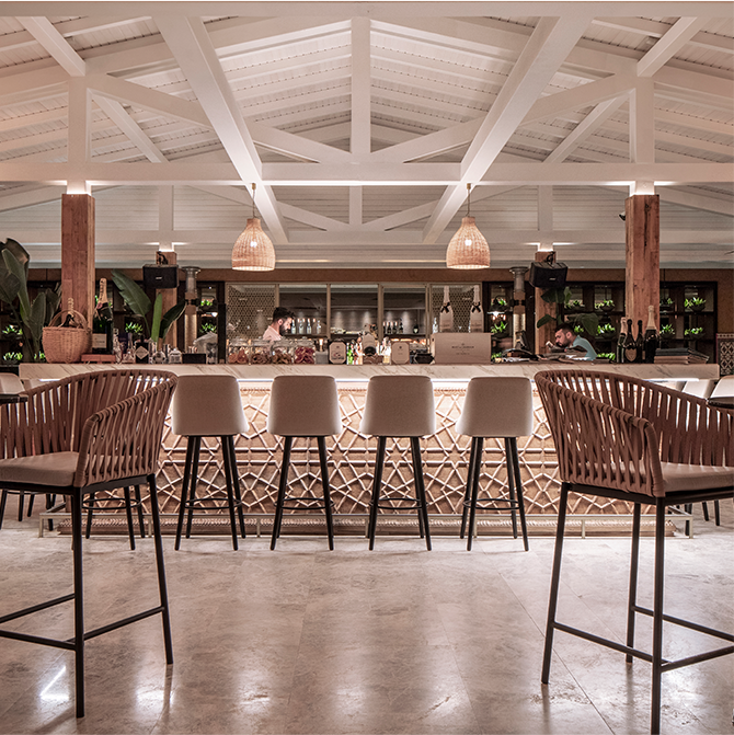 D Maris Kitchen luxury restaurant white deck and columns design and fit out